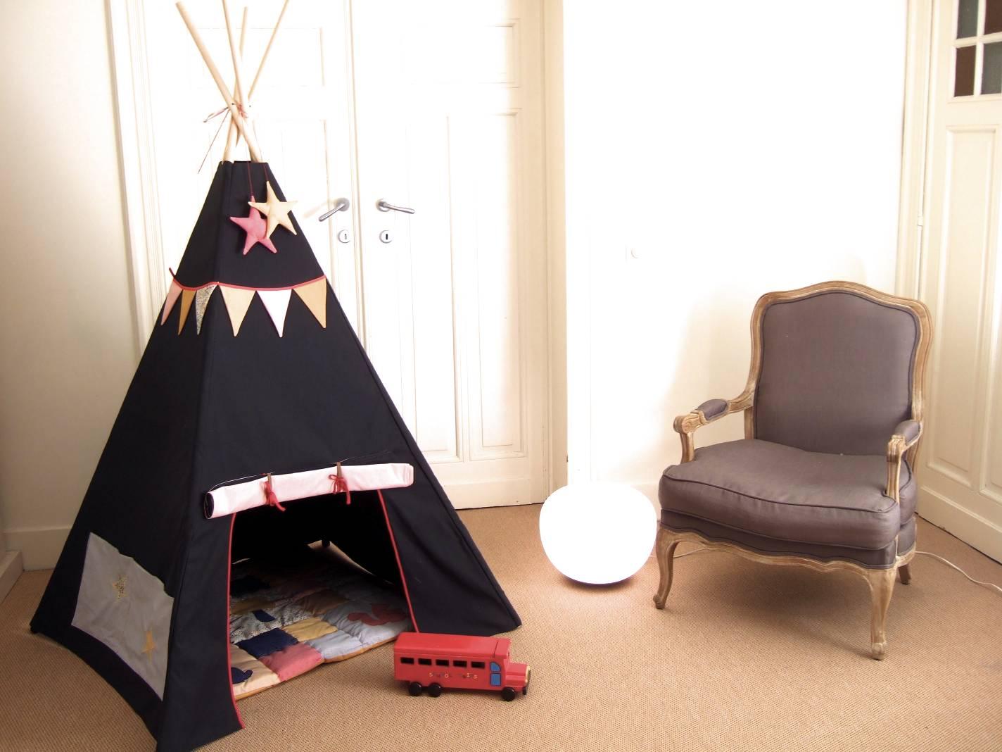 patron du tipi du livre petits riens pour la chambre d 39 enfant popeline bleue grise mt. Black Bedroom Furniture Sets. Home Design Ideas