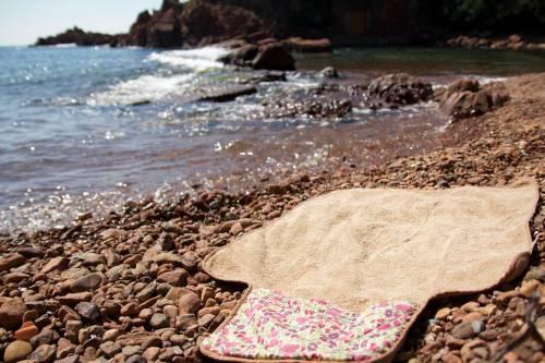 Serviette de plage dépliée